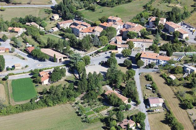 La Roque coeur de village vue du ciel